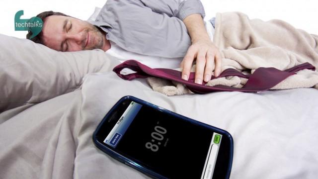 ۶۰ درصد از مردم دنیا موبایل در دست به خواب میروند