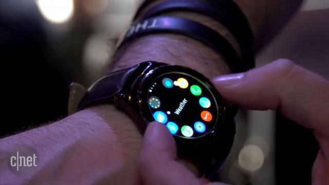 مقایسه گردانه ساعت هوشمند سامسونگ گیر اس۲ با دیجیتال کرون در اپل واچ