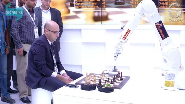 رقابت جالب انسان و روبات در جیتکس ۲۰۱۵