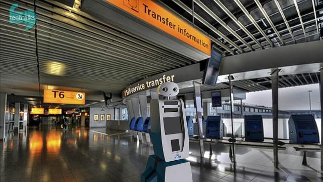 رباتها مسافران فرودگاه را راهنمایی میکنند