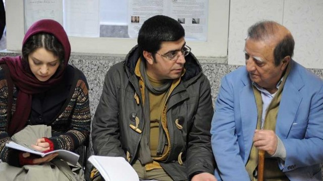 """میز نقد: بررسی فیلم """"یک شهروند کاملن معمولی"""" با صوفیا نصراللهی و حسام نصیری"""