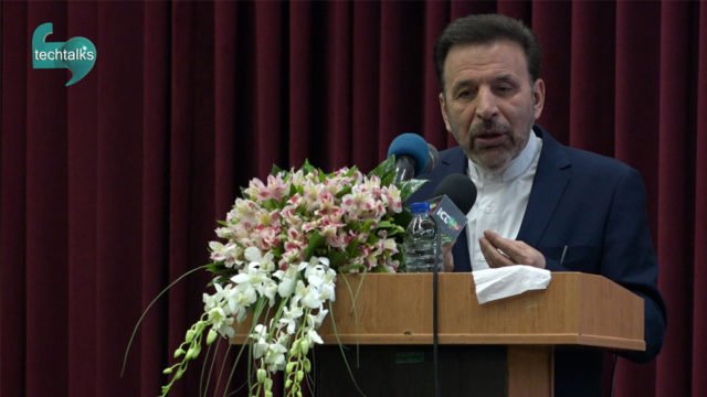 وزیر، شبکه ملی اطلاعات را رسما در الکامپ ۹۶ افتتاح کرد