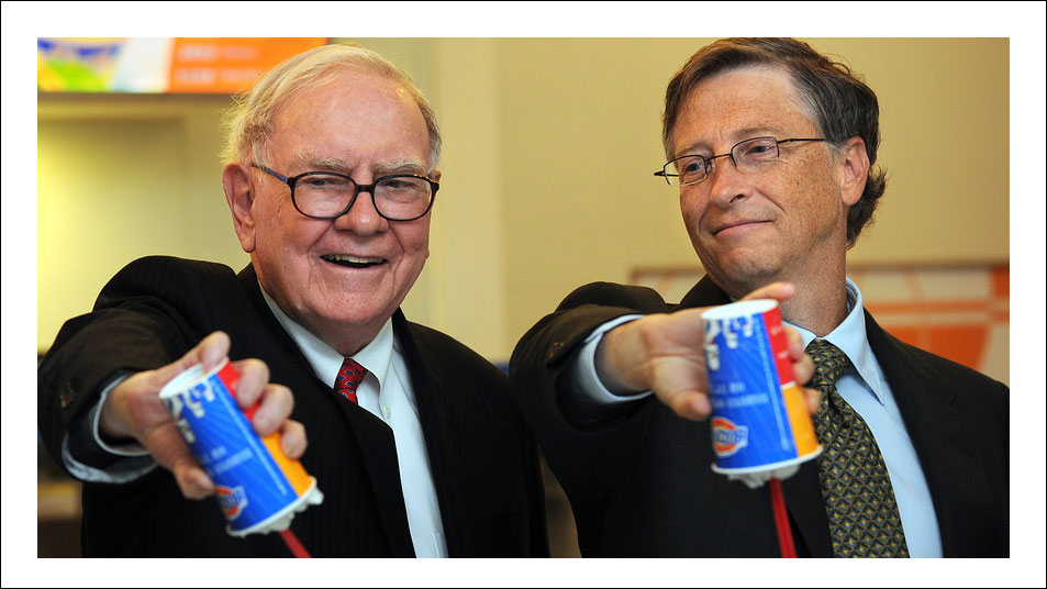 Bill-Gates-and-Warren-Buffett-pick-up-a-shift-at-Dairy-2